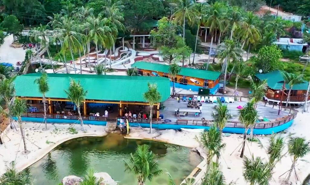 Rory's quán Bar Phú Quốc mang hình dáng con thuyền